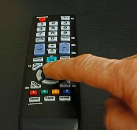 Bloß nicht umschalten: Serien machen süchtig!Günther Gumhold / pixelio.de